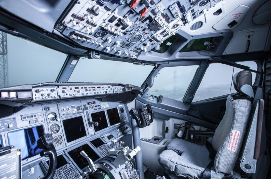 Boeing-Interior-Cockpit-View-Inside-Airliner